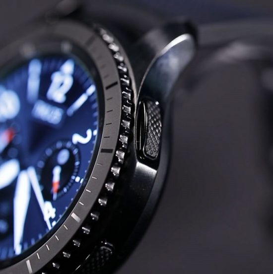 Pros and Cons of Using Smartwatches